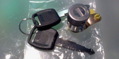 1996-2003 Suzuki Swift Bal első ajtózár (zárbetét, 2 kulcsos)   3900Ft