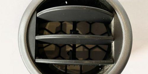 2005-2010 Suzuki Swift, SX4 - Szellőző rács /Gyári/ Ezüst peremes Eredeti Suzuki alkatrész: 73630-62J10-BWL 999Ft